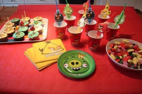 Anniversaire angry birds invitation cupcakes d co jeux th mes anniversaires - Deco pour cupcake ...